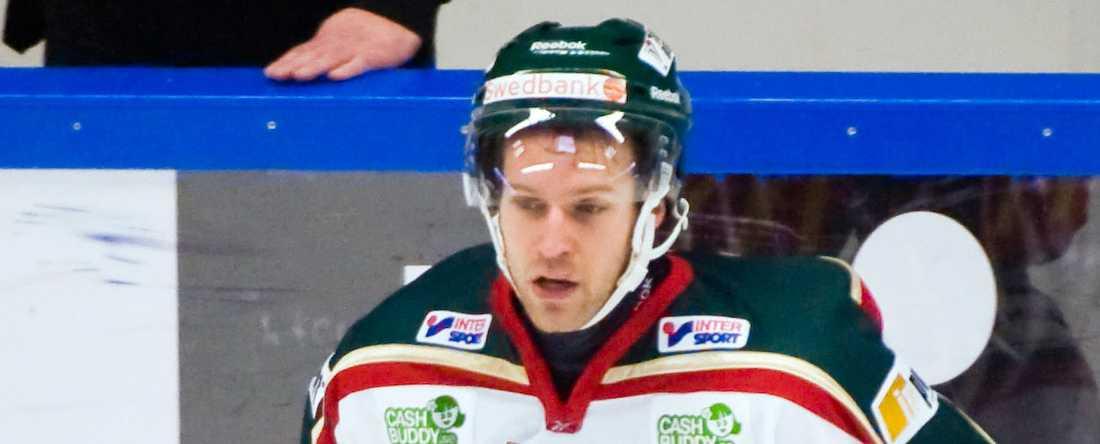 Jens Karlsson imponeras inte över Janne Karlssons ord.
