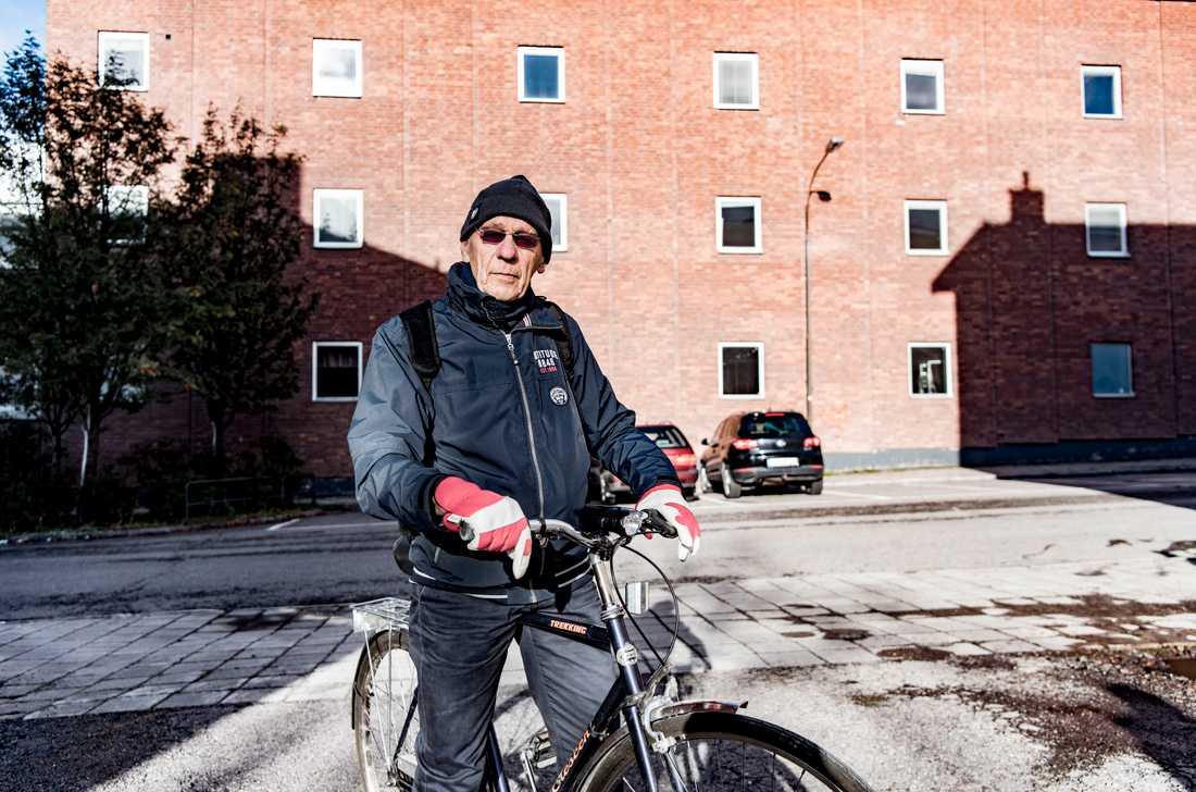"""Har det blivit varmare i Kiruna under din livstid? """"Ja. Det var extremt varmt i somras, temperaturer på 30 grader och över. Det var i och för sig höga sommartemperaturer på 1940-talet också. Men vintrarna har blivit kortare, och snösmältningen kommer tidigare. Jag åker skidor mycket, och tidigare har vi haft skidspår till 1 maj. Nu får man räkna med att det blir sämre före i början på april,"""" säger Bo Ek, 84, pensionär, Kiruna."""
