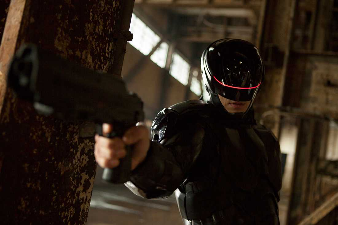 Joel Kinnaman som Robocop.