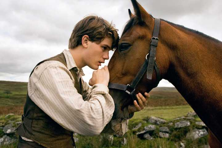 "Jeremy Irvine i ""War horse"" (2011)."