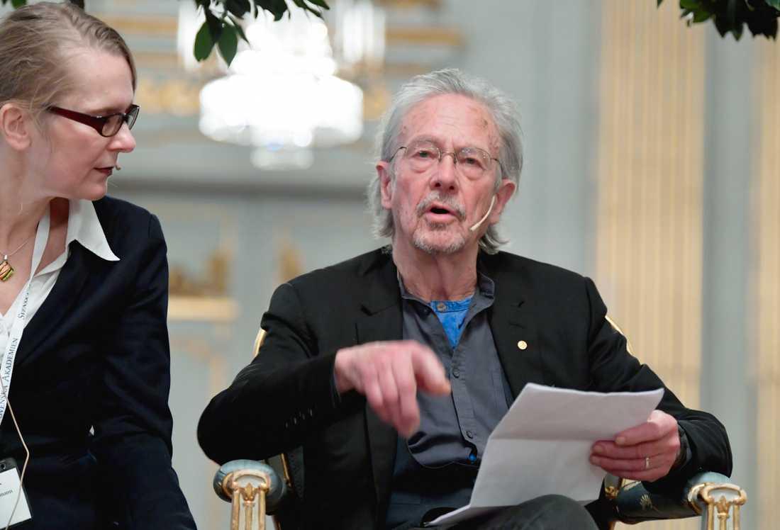 Peter Handke under fredagens presskonferens på Svenska Akademien.
