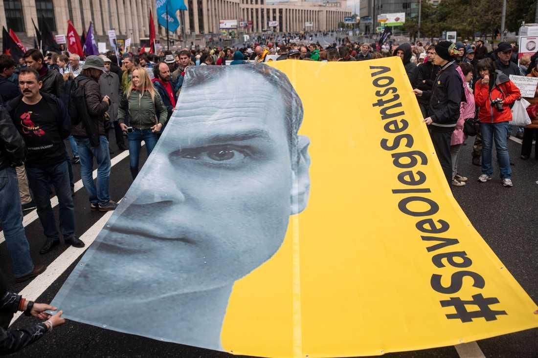 Demonstranter i Moskva krävde sommaren 2018 att den då livstidsdömde Oleg Sentsov skulle släppas. Arkivbild.