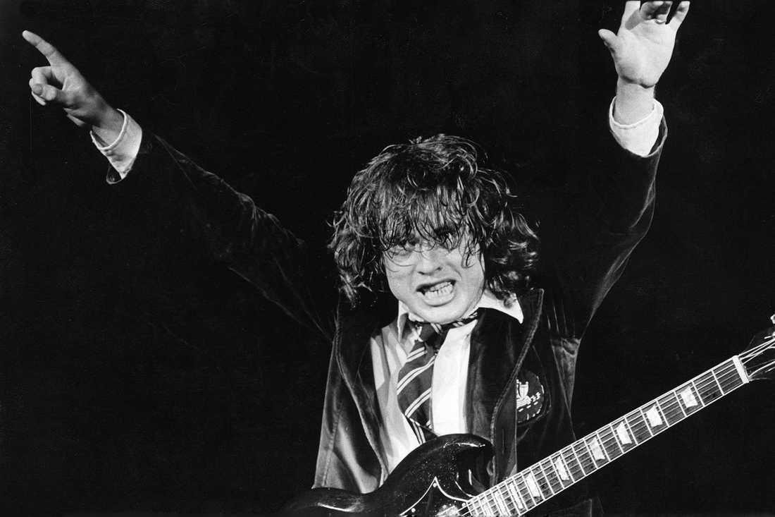 Klasshjältar AC/DC lyckades vända klassföraktet till sin fördel tack vare djävulsk charm och brutala decibelnivåer.