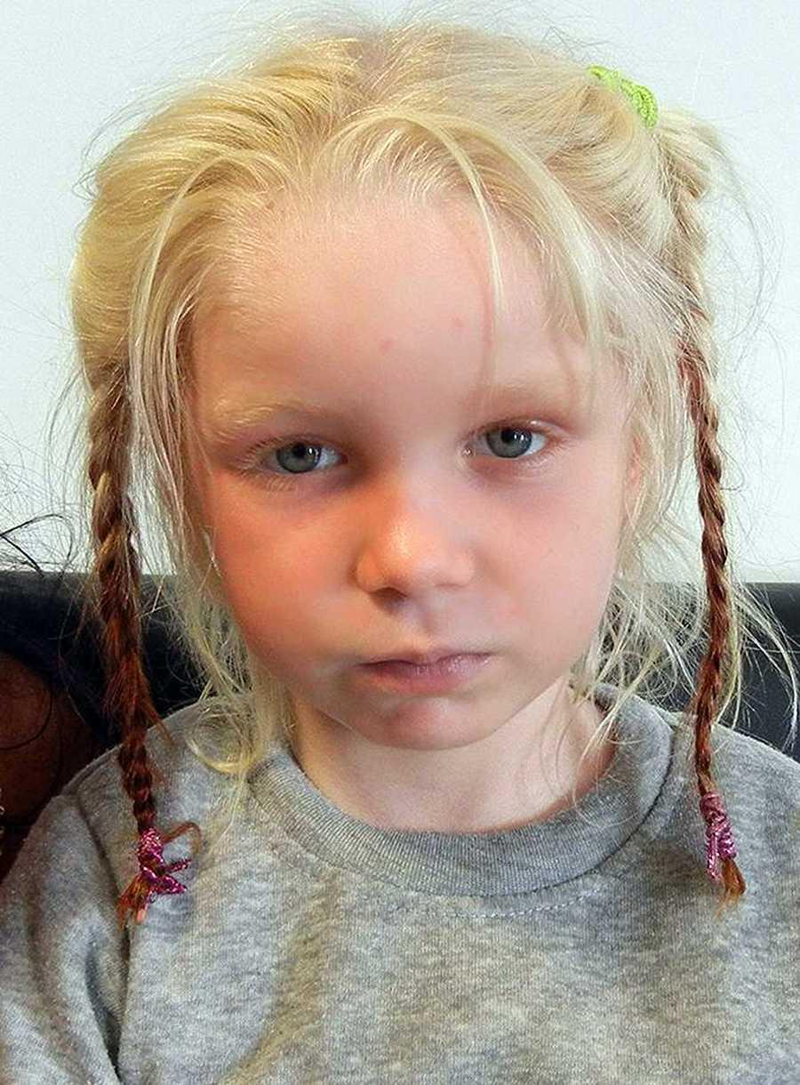Maria, 4, efter att polisen tagit hand om henne i onsdags.