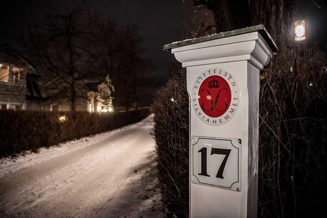Stiftelsen Silviahemmet har uppfört modulhus i trä på två adresser.