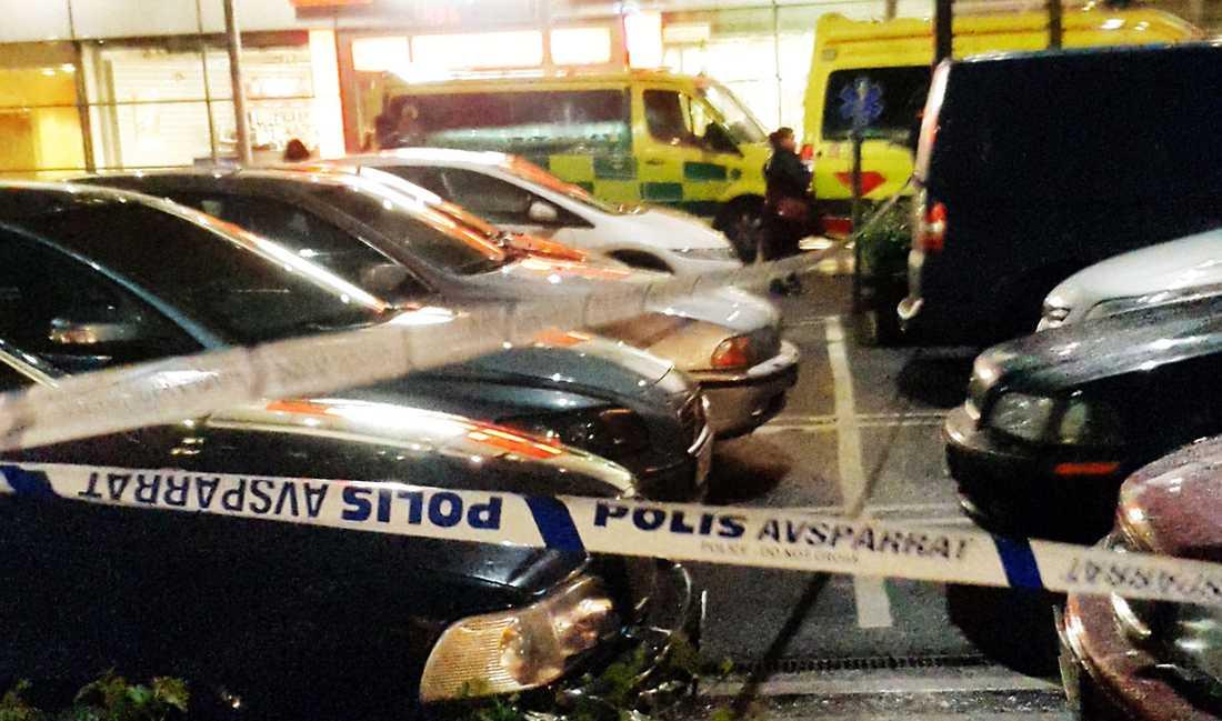 En man sköts ner på parkeringen till köpcentret Mobilia i Malmö.