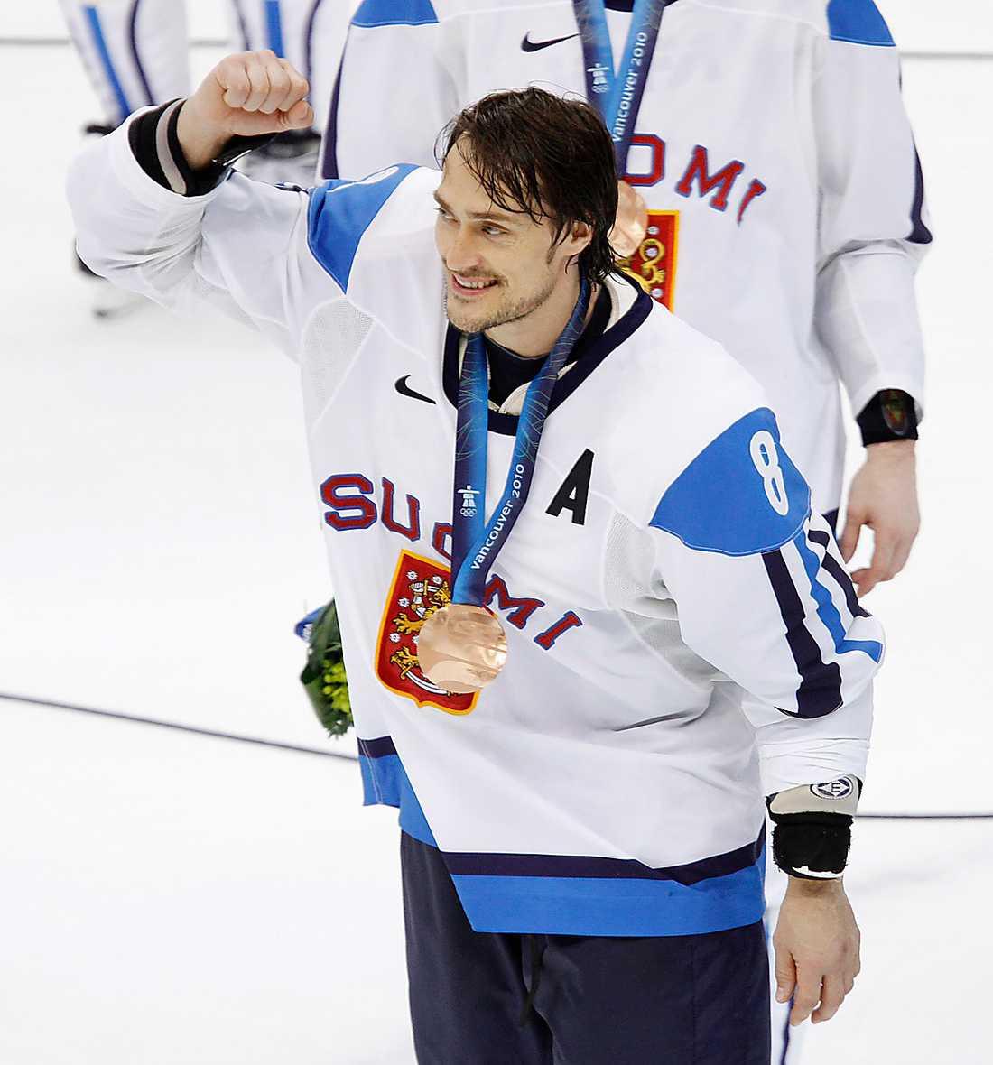 Selänne i OS 2010, VANCOUVER 6 matcher, 0 mål + 2 assist = 2 poäng. Finlands placering: BRONS