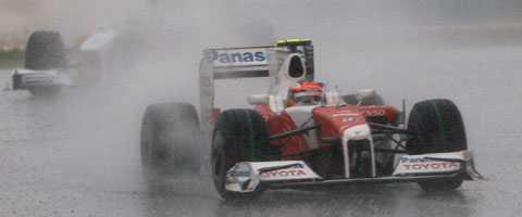 Det regnade rejält på Sepang 2009. Här är Timo Glock.