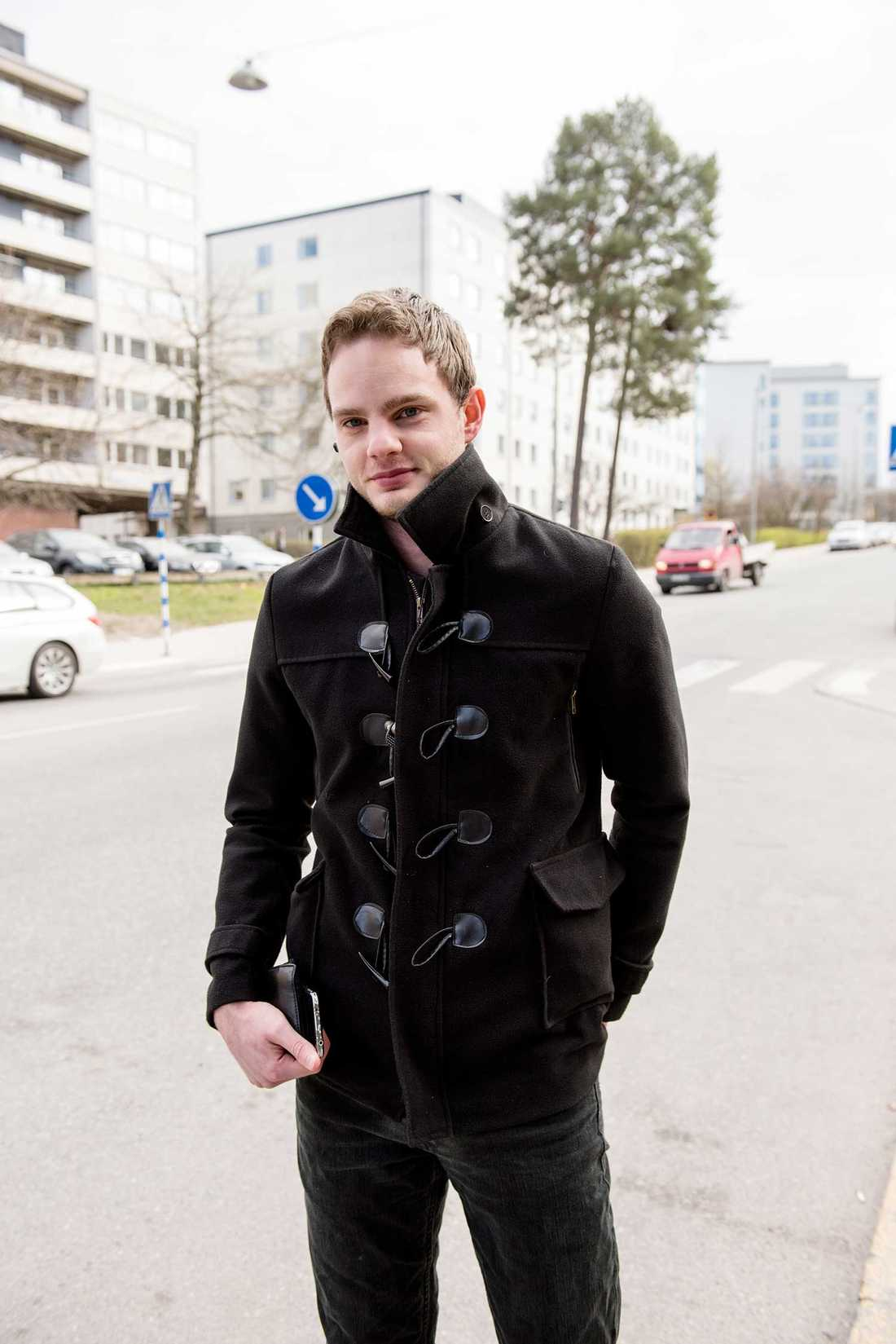 """""""Det bor ganska många studenter här, de är inte arbetslösa"""", säger Tommy Nireus, som bor nära Gärdets T-banestation."""