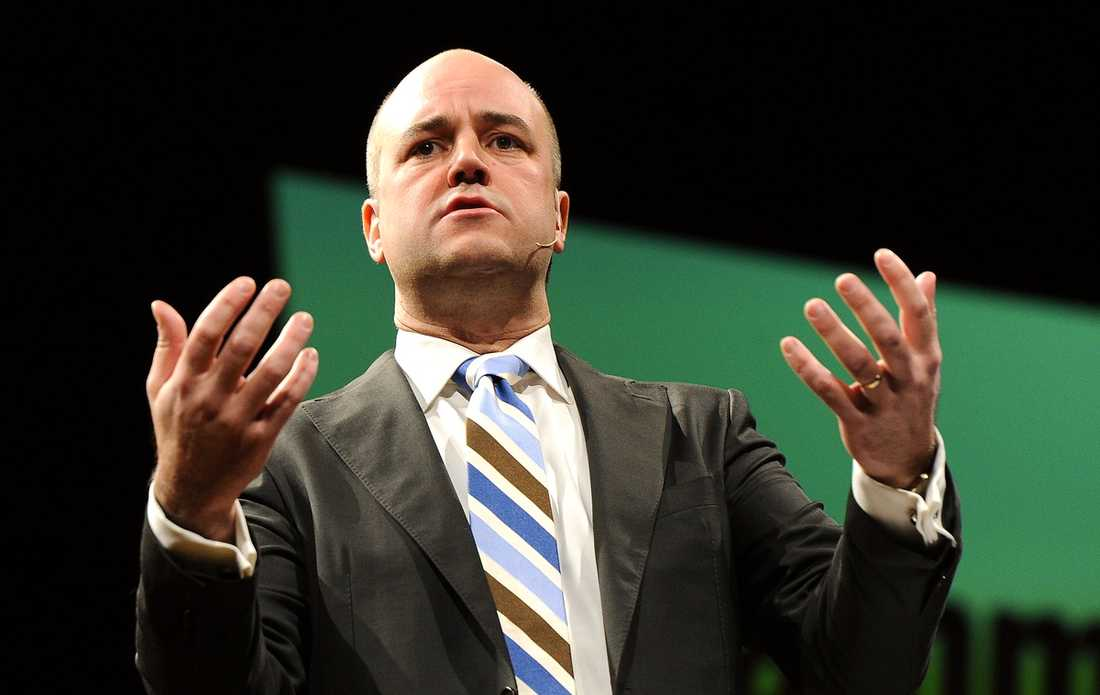 En smutsig historia Moderatledaren Fredrik Reinfeldt gjorde en pudel om partiets påhittade roll vid införandet av allmän rösträtt. Nu är det dags att högern går till botten med sina smutsiga relationer med nazismen och diktatorer som Pinochet och Franco, skriver Åsa Linderborg.Foto (Reinfeldt): björn lindahl