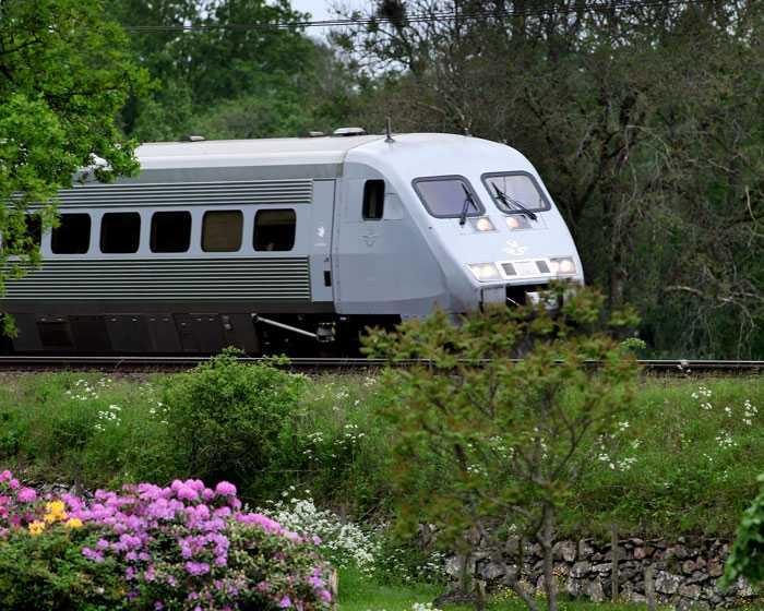 SJ vill utöka trafiken mellan Stockholm och Göteborg med fler avgångar och snabbare tåg.
