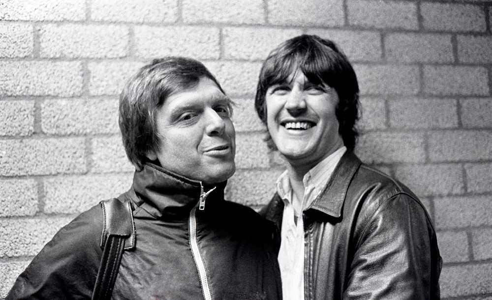 Ralf Edström skrattar gott tillsammans med sportjournalisten Tommy Engstrand 1983.