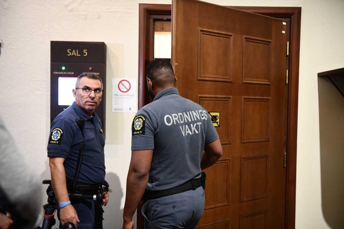 Häktningsförhandling mot toppjuristen som misstänks för anstiftan till advokatskjutningen.
