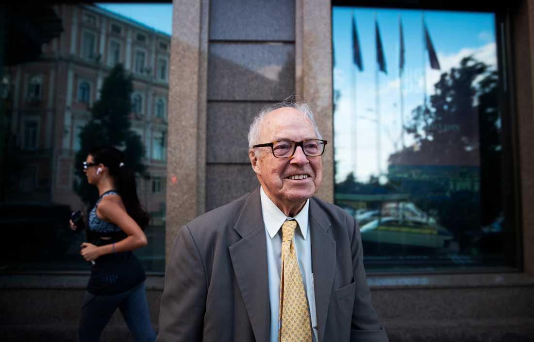 Som 91-årig pensionär ska Hans Blix återgå till forskningen och skriva sin bok om folkrättsliga frågor.
