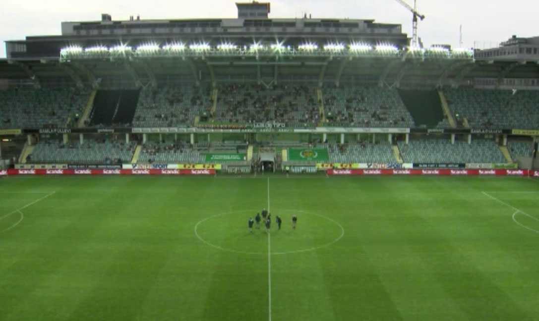 Regnet öser ner på Galma Ullevi i Göteborg. Det medför i att matchen Gais-Värnamo är avbruten.