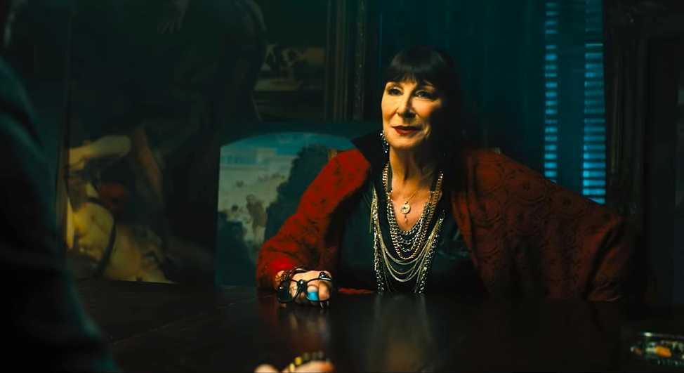 Anjelica Huston har en roll i filmen.