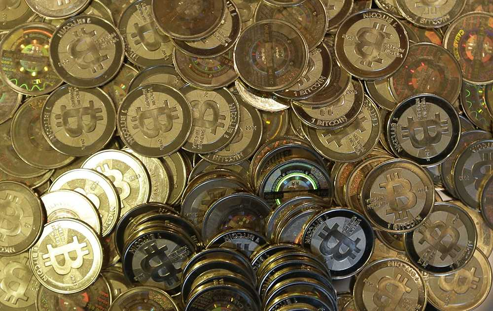 Värdet på bitcoin har rusat från under 1 000 dollar till som mest över 19 000 dollar.