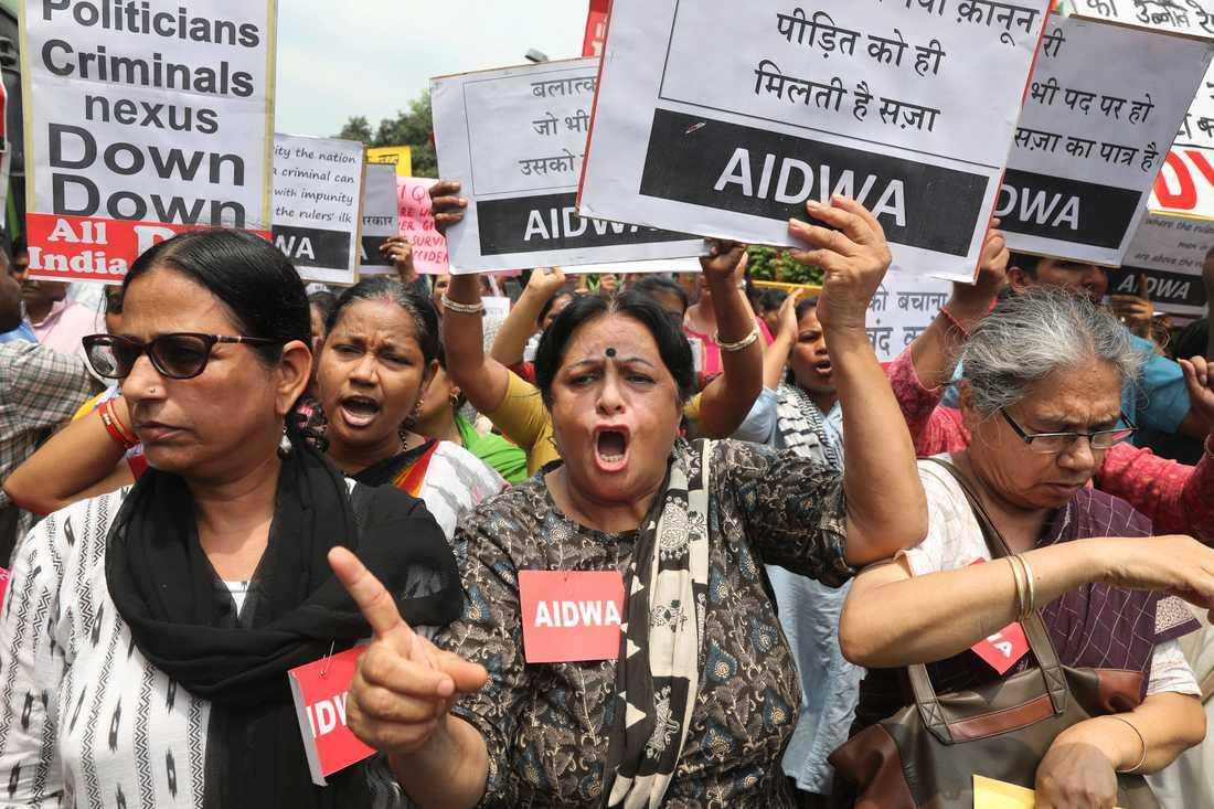 Bilkraschen har lett till starka reaktioner och protester.