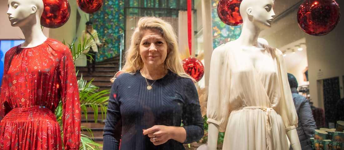 Karin Lindahl, vd för klädkedjan Indiska, har tillsammans med flera andra inom mode, skor och sporthandeln skrivit under ett öppet brev till finansminister Magdalena Andersson i hopp om att regeringen ska ge mer stöd till branschen.