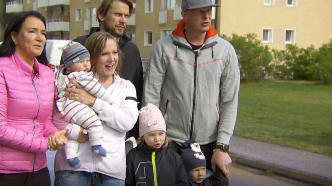 """Madeleine och hennes tre barn får hjälp av Sofia (till vänster), Jonnie och Mattias i """"Sofias änglar""""."""
