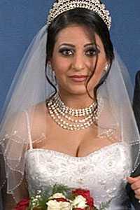 """ANKLAGADES FÖR OTROHET – MÖRDADES Jian, 21, höggs ihjäl av sin pappa – för att hon ska ha kränkt hans heder. Mannen säger att han agerat på eget bevåg. Men många tvivlar. """"Jag tror inte att en pappa vaknar en dag och kommer på att han ska mörda sin dotter. Det finns alltid planering bakom"""", säger Sara Mohammad, ordförande i riksföreningen Glöm aldrig Pela och Fadime."""