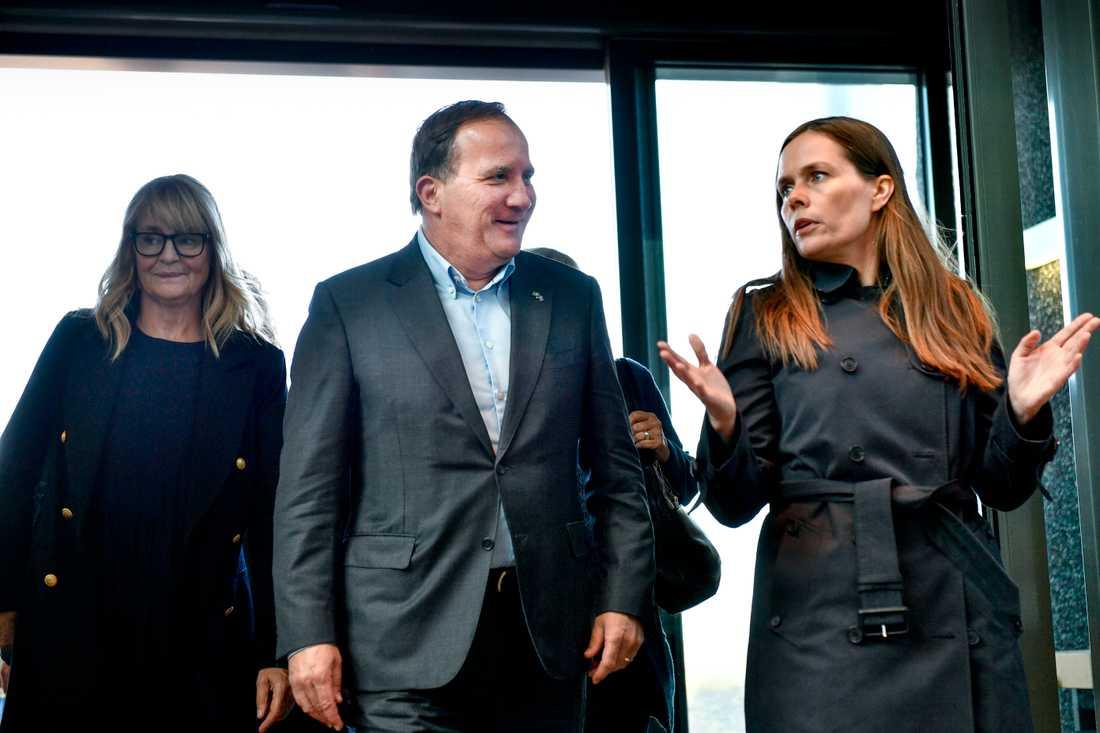Statsminister Stefan Löfven (S) och Islands premiärminister Katrin Jakobsdottir besöker kraftverket Hellisheide under de nordiska statsministrarnas årliga inofficiella sommarmöte på Island.
