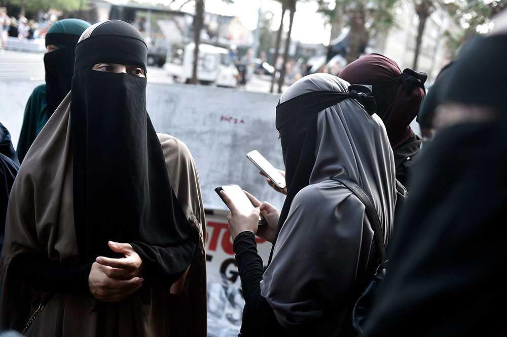 Många demonstrerade i Köpenhamn den 1 augusti då burkaförbudet trädde i kraft.