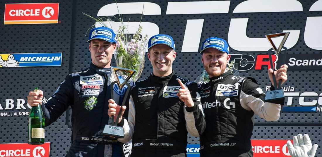 Tvåan Fredrik Ekblom, vinnaren Robert Dahlgren och trean Daniel Haglöf under STCC deltävling 1 av 7 på Ring Knutstorp på lördagen.