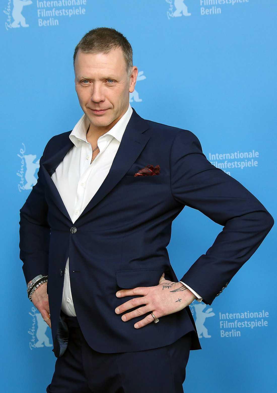 JOBBEN KROCKAR Mikael Persbrandt spelar teater i höst.