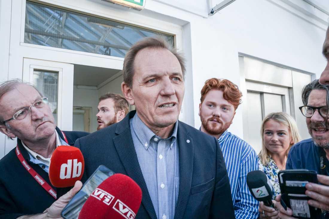 Yngve Carlsen på Norsk Flygerforbund på väg in till medlingsmötet med SAS i morse.
