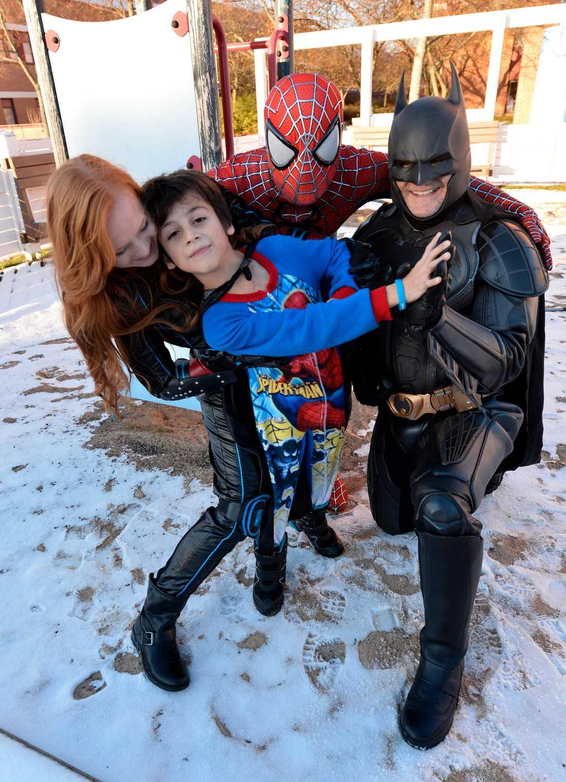 Superhjältar mot cancer utsågs till Årets Vårdhjältar 2014. Sedan dess har föreningen växt och hjältarna är ständigt ute på uppdrag.