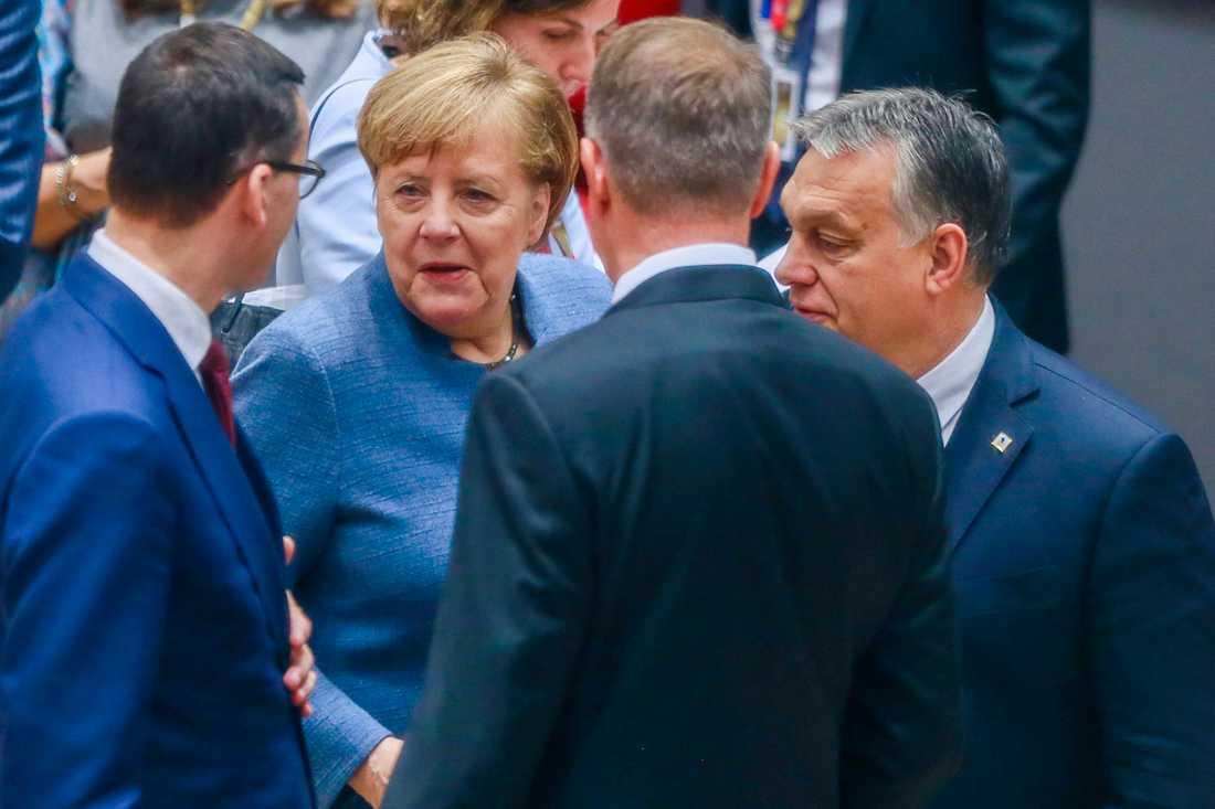 Polens premiärminister Mateusz Morawiecki, Tysklands förbundskansler Angela Merkel och Ungerns premiärminister Viktor Orbàn under ett EU-toppmöte i Bryssel. Arkivbild.