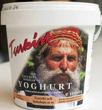 Minas Karatzoglis på yoghurtburken.