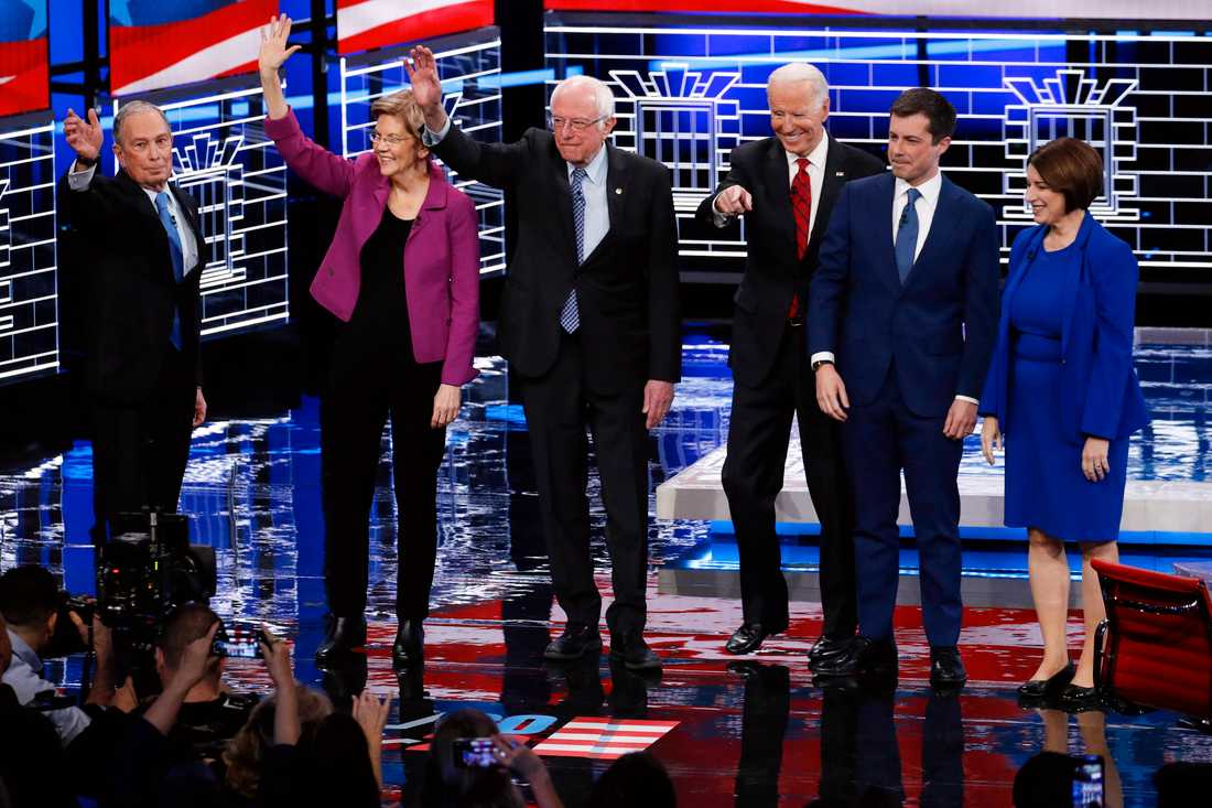På debattscenen i Las Vegas stod presidentaspiranterna Mike Bloomberg, Elizabeth Warren, Bernie Sanders, Joe Biden, Pete Buttigieg, Amy Klobuchar.