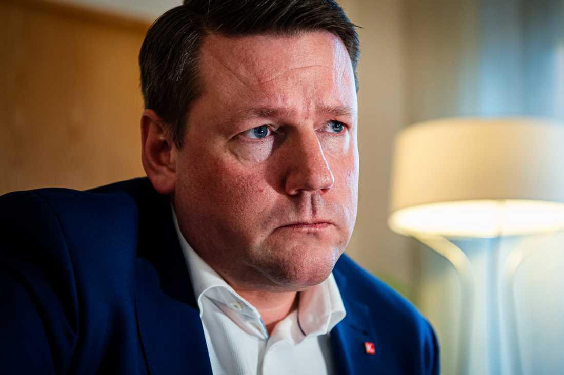 Kommunals ordförande Tobias Baudin går inte med på villkorsförsämringar för yrkesutbildade förbundsmedlemmar.