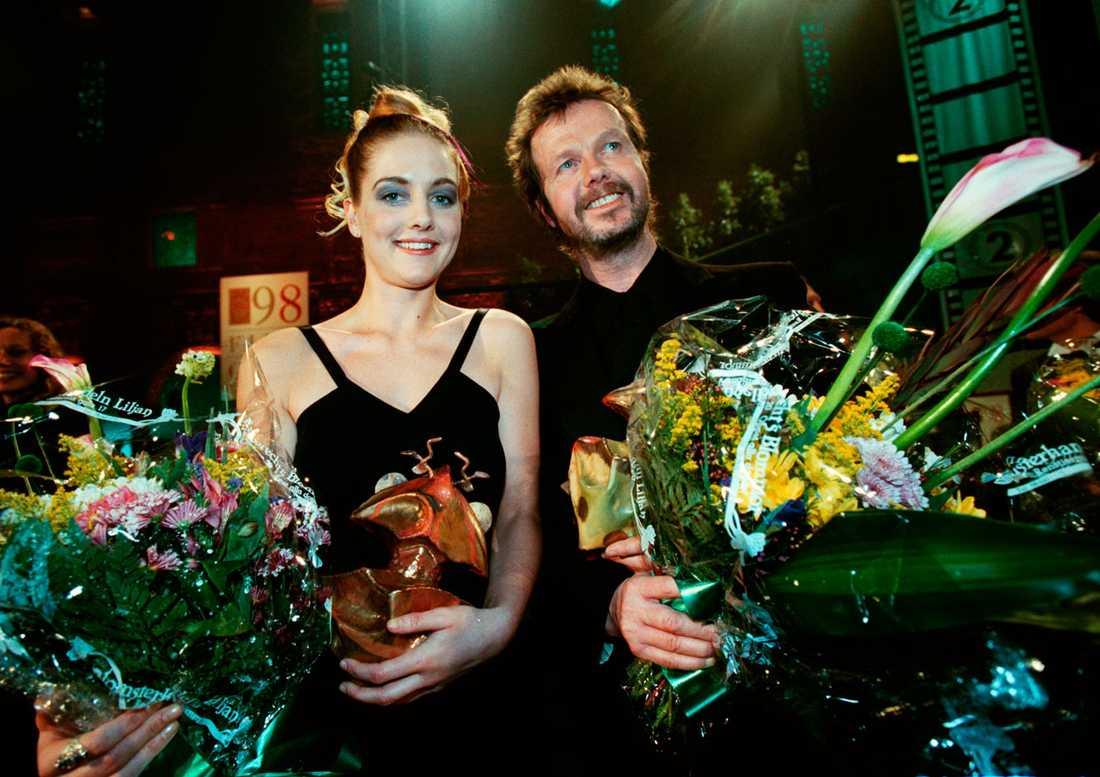 """Stangertz fick en Guldbagge 1998 för bästa manliga huvudroll i filmen """"Spring för livet"""". Här tillsammans med Johanna Sällström, bästa kvinnliga huvudroll i filmen """"Under ytan""""."""