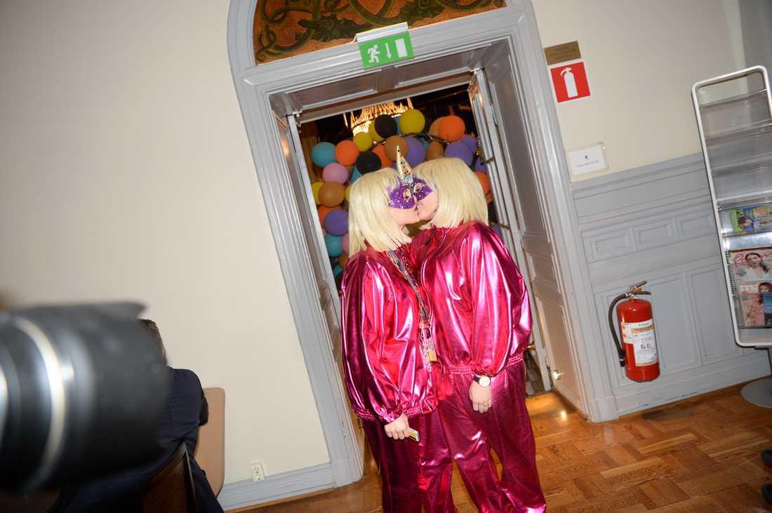 Kamferdrops blev kär i sin dansare, här kysstes de på Melodifestivalens efterfest i Karlstad i februari.