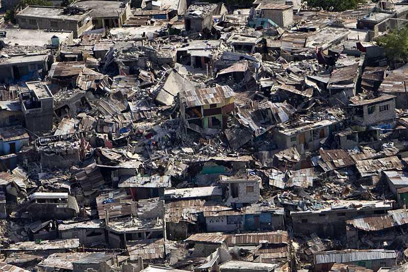 HELA STADSDELEN RASADE De fattigaste delarna av Port-au-Prince drabbades extra hårt efter jordbävningen.