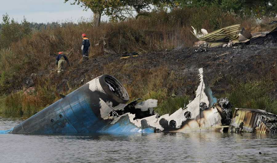 Den 7 september 2011 kraschar planet som ska lyfta Lokomotiv Jaroslavl till KHL-premiären mot Minsk. Samtliga spelare, däribland Stefan Liv, omkommer och endast en passagerare överlever olyckan.