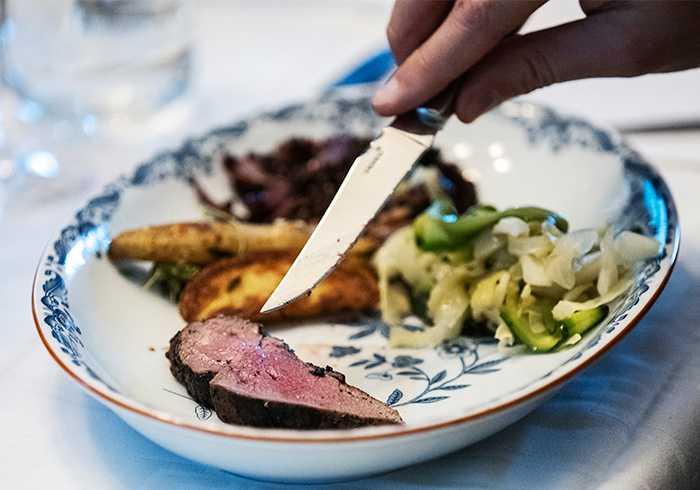 """Tips för vilt kött: """"Bryn köttet det sista du gör före servering""""."""