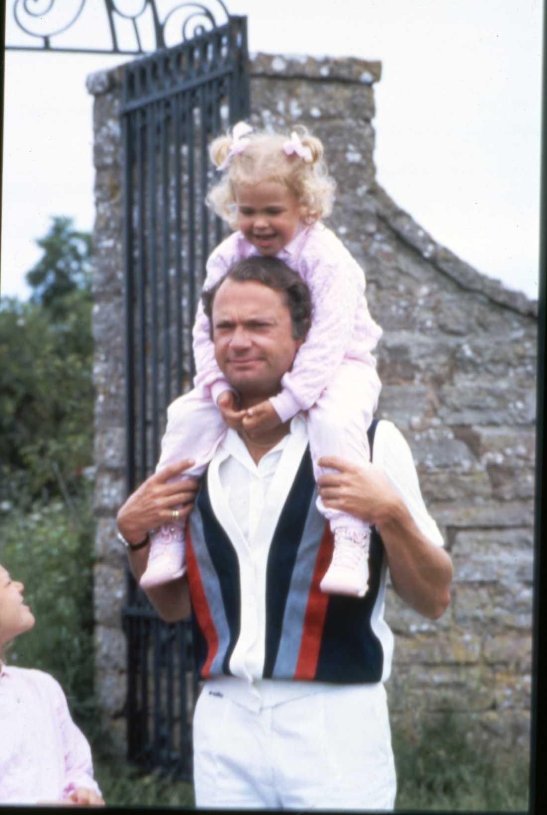 Priknsessan Madeleine med pappa kungen.