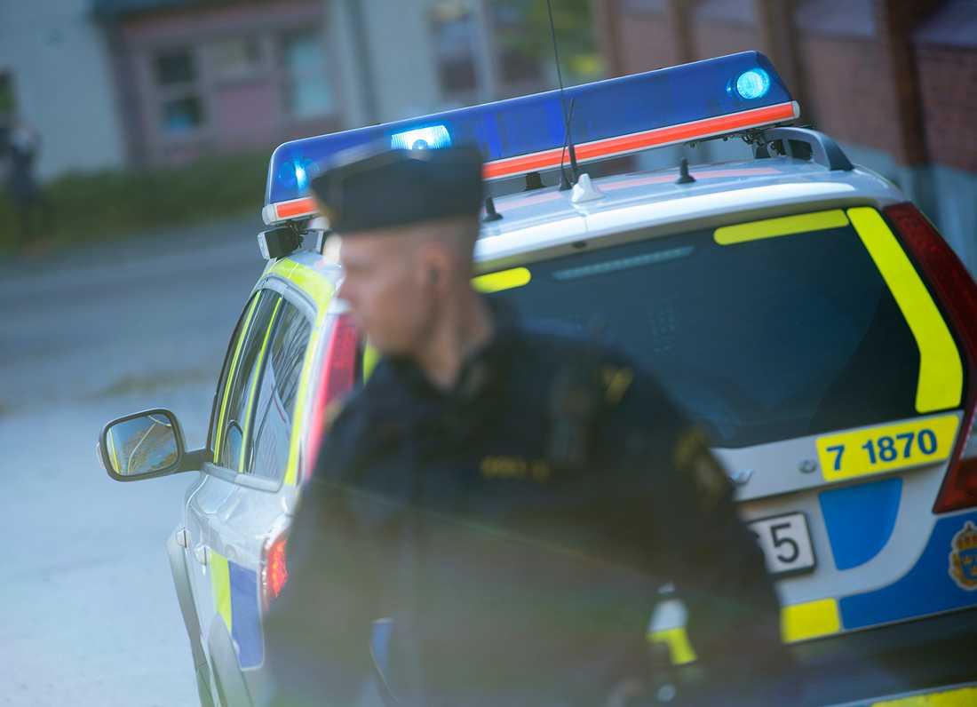 Missnöjet med den pågående omorganisationen inom polisen är stort bland de anställda.