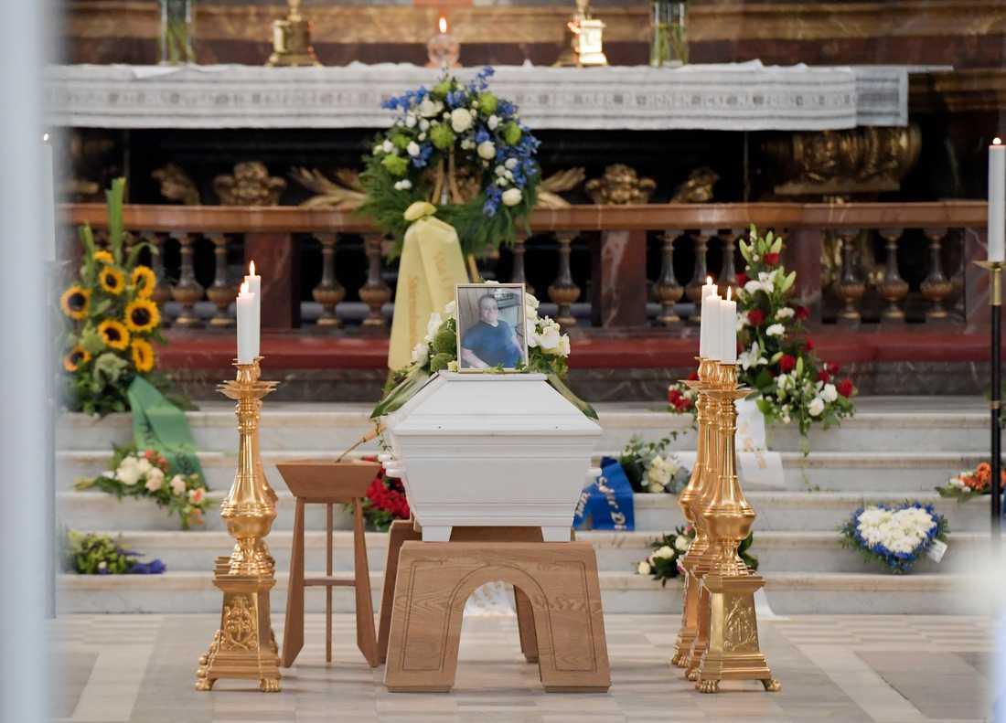 Eric Torells begravning i Gustaf Vasa kyrka. Eric Torell sköts av polisen i augusti.