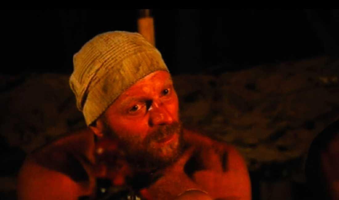 """Här bryter han ihop Mats Juhlin håller ett känslofullt tal i kvällens """"Robinson"""". Han berättar om sin livssituation –och börjar gråta."""