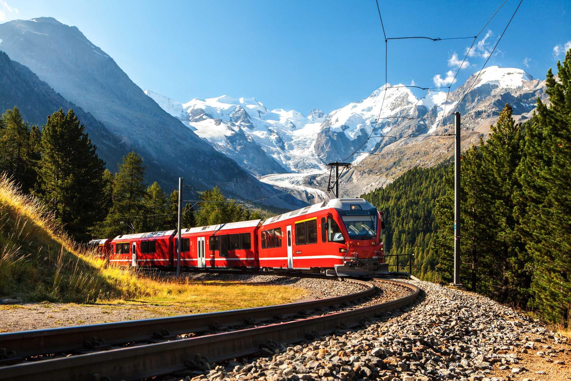Bernina Express går genom Alperna i Schweiz och Italien.