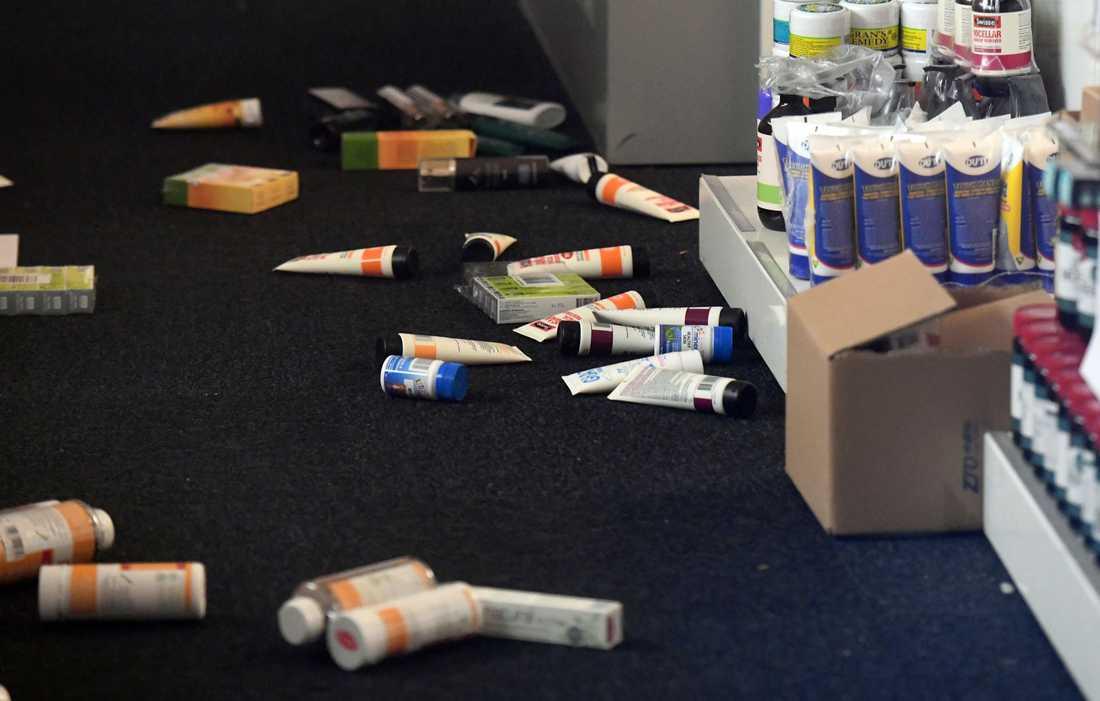 Produkter föll från hyllor i en butik i Wellington under skalvet.