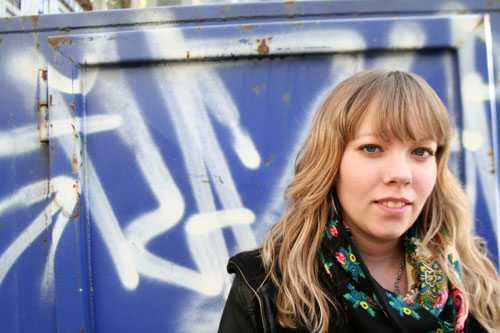 Jenny Wrangborg (född 1984) arbetar som kallskänka och poet. Hon driver poesibloggen Tiometeröverhavet.
