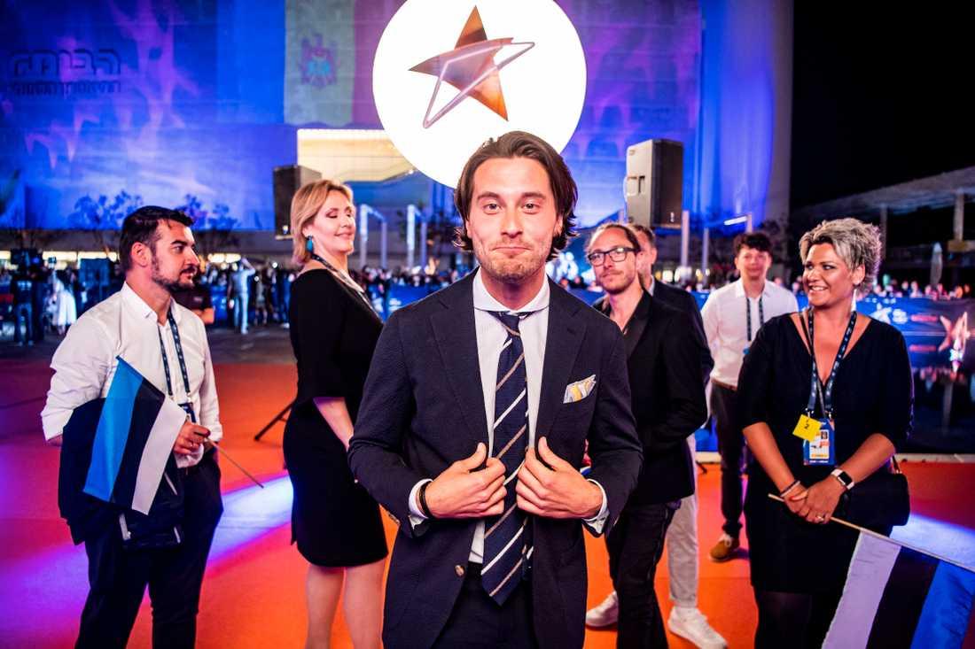 Victor Crone på röda mattan under invigningen av Eurovision song contest