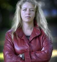 Therese Persson är vice ordförande i ROKS, Riksorganisationen för kvinnojourer och tjejjourer i Sverige.