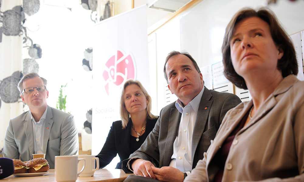 Mikael Damberg, gruppledare för Socialdemokraterna i Riksdagen, Magdalena Andersson, ekonomisk politisk talesperson, Stefan Löfven, Socialdemokraternas partiledare, Carin Jämtin, partisekreterare, under ett besök på Svandammsskolan i Nynäshamn.